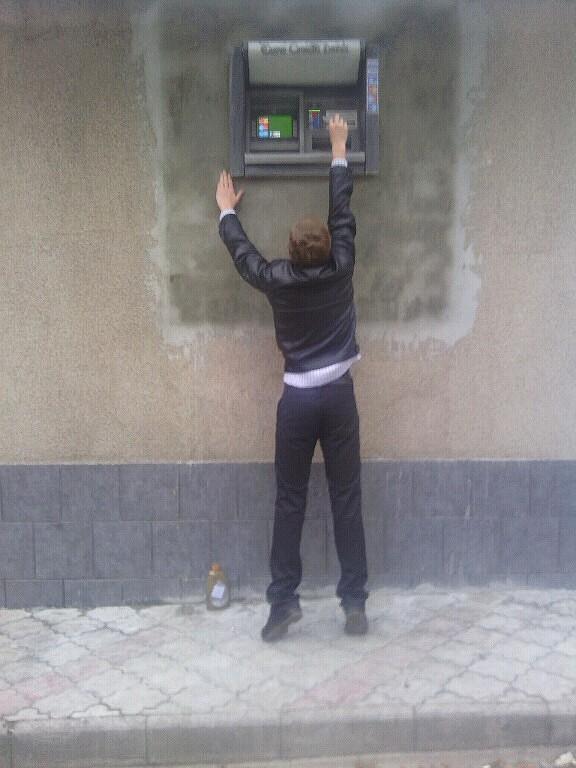Poza zilei din Republica Moldova. Bancomatul la care doar cei mai inalti oameni pot ajunge