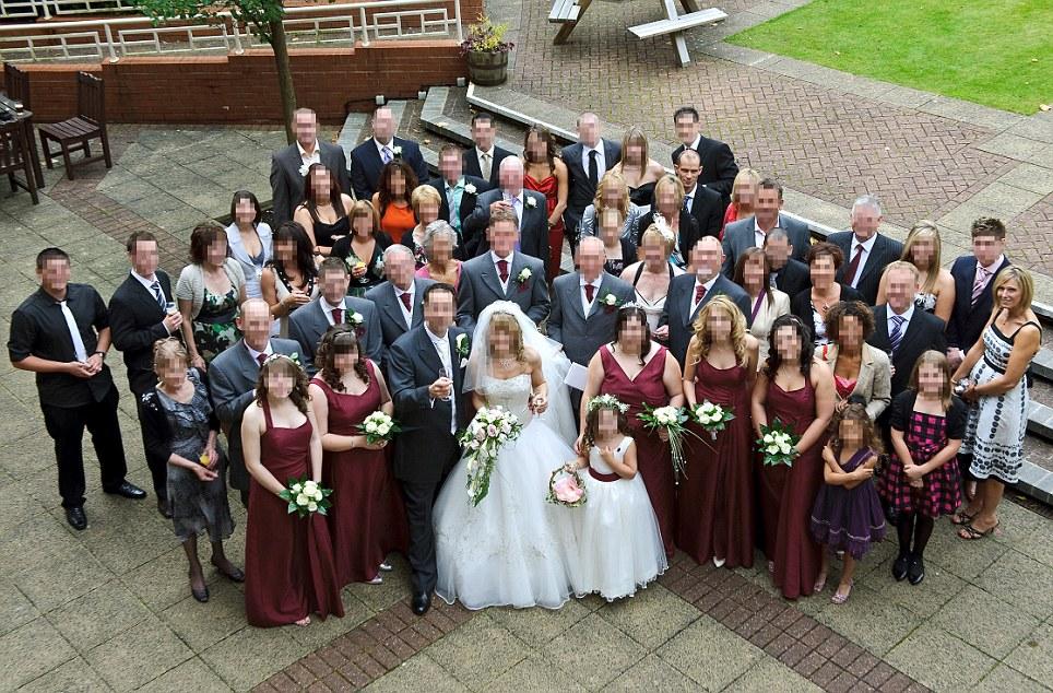FOTO. Secretul infiorator pe care il ascunde unul dintre nuntasi. Nimeni nu-si imagina asa ceva