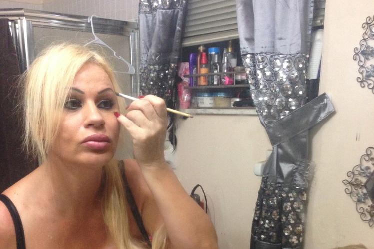O femeie a cheltuit 250.000 de dolari pentru implanturi mamare. Cum arata bustul ei. FOTO