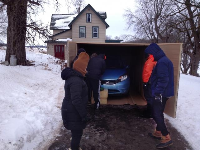 Misterul cutiei gigant livrate de Amazon in statul Wisconsin a fost rezolvat. Ce se afla in ea