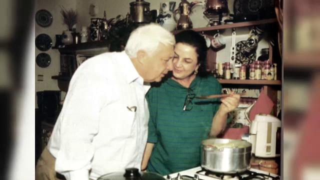 Ariel Sharon a murit. Povestea de dragoste a fostului premier cu romancele Lily si Margalit