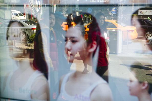 O tanara din Coreea de Sud si-a distrus faţa cu operatii estetice din dorinta de a avea un chip in forma de inima