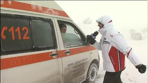 Catalin Radu Tanase, alaturi de salvatorii SMURD pentru salvarea unui pacient.