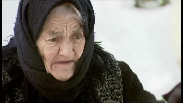 Reportaj Lavinia Petrea, acasa la tanti Leana, in Buzoieni. Batranii supravietuiesc cu greu sub troiene de pana la 4 metri