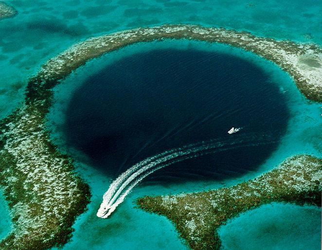 Noua teorie in cazul disparitiei mayasilor. Cercetatorii au gasit indicii in Marea Gaura Albastra din Belize