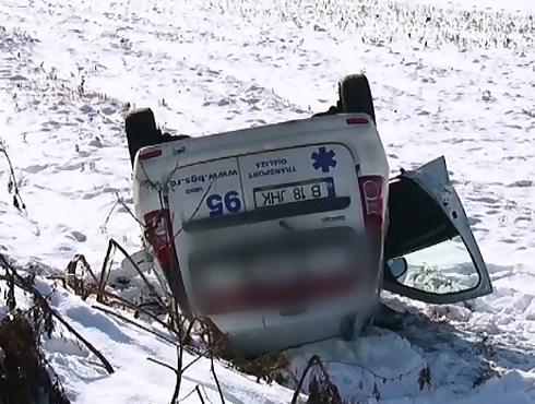 Ambulanta cu patru pacienti, lovita de un sofer baut. Din fericire, bolnavii nu au fost grav raniti