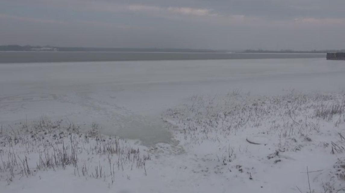 Lacul Sarat din Braila a inghetat bocna. Cum explica specialistii fenomenul