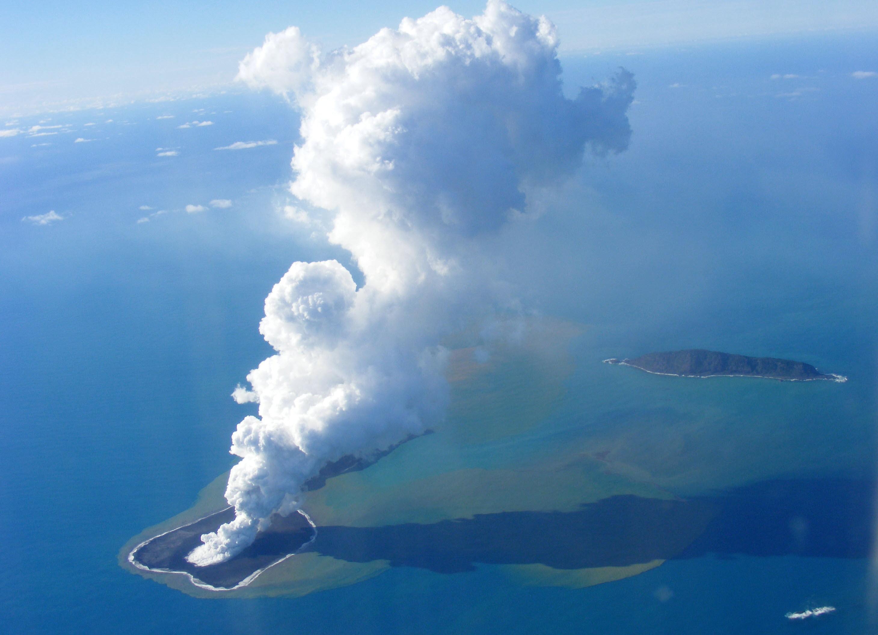 Zboruri anulate din cauza eruptiei vulcanului Hunga Ha'apai. Principalele doua companii aeriene afectate
