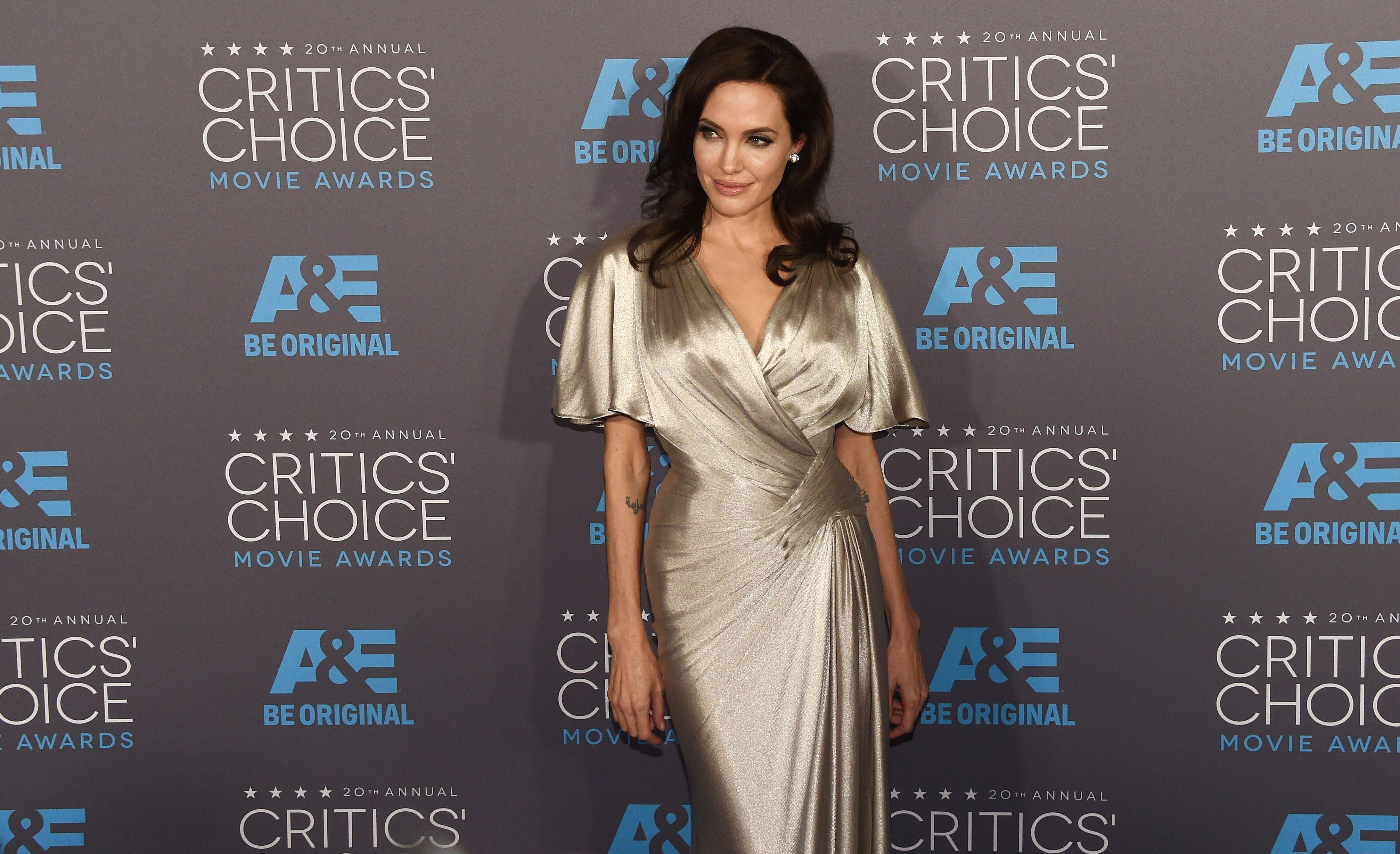 Angelina Jolie si-a eclipsat colegele de breasla la gala Critics Choice Movie Awards. Cum a aparut Jennifer Aniston. FOTO