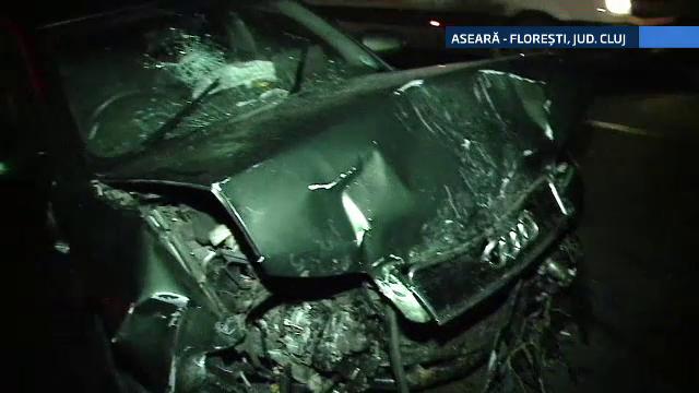 Accident rutier langa Cluj, provocat de un sef de post. Barbatul sustine ca i-a aparut un brad in fata si a tras de volan
