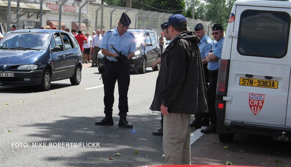 Atentate teroriste dejucate in Franta. Cinci persoane au fost arestate dupa ce politia a gasit un depozit de explozibili