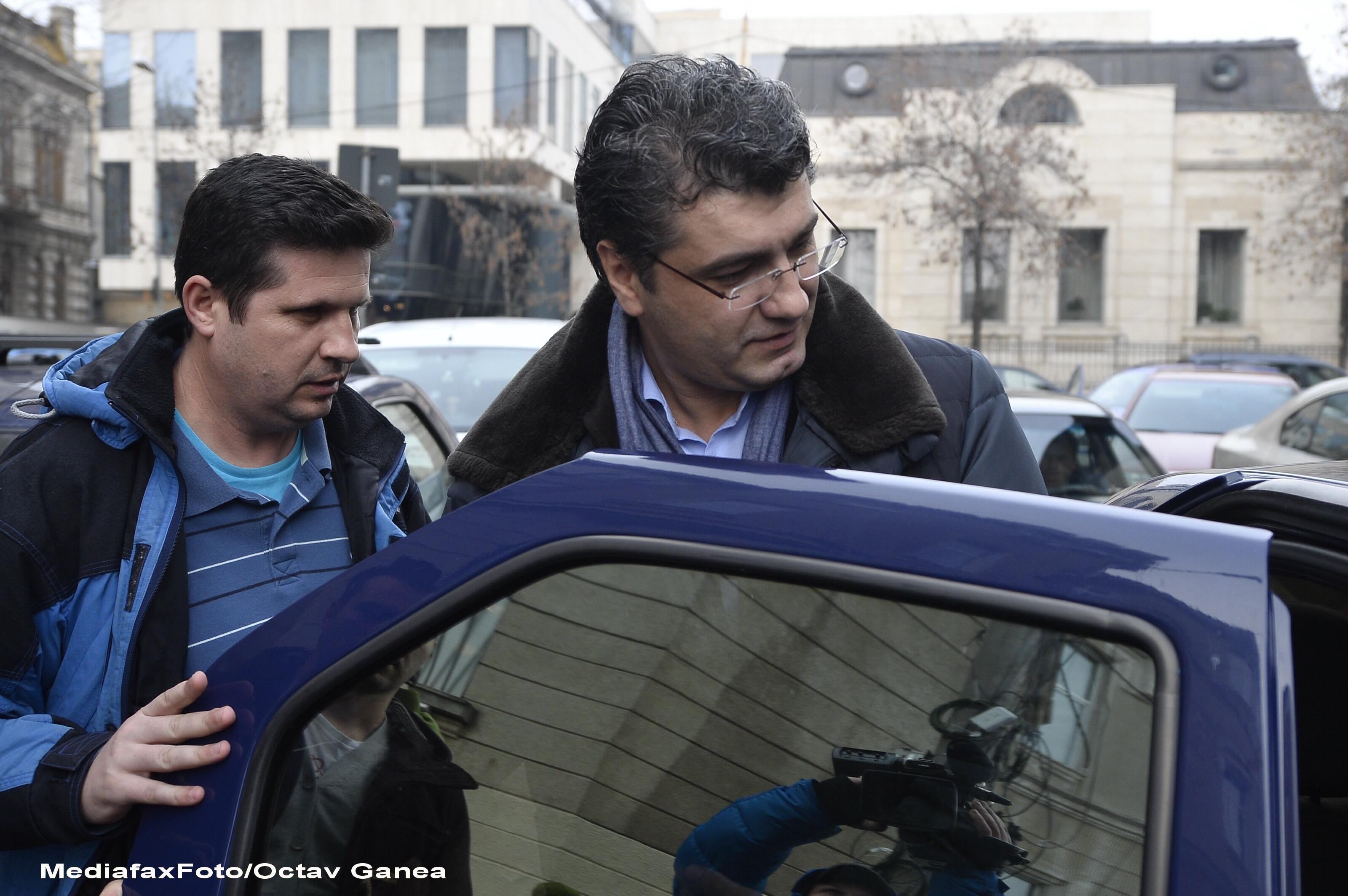Fostul secretar de stat in Ministerul Justitiei Ovidiu Putura a fost retinut. E acuzat de dare de mita si trafic de influenta
