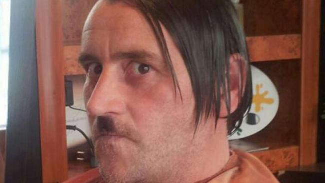 Liderul miscarii Pegida si-a dat demisia, dupa un scandal cu o poza in care seamana cu Adolf Hitler