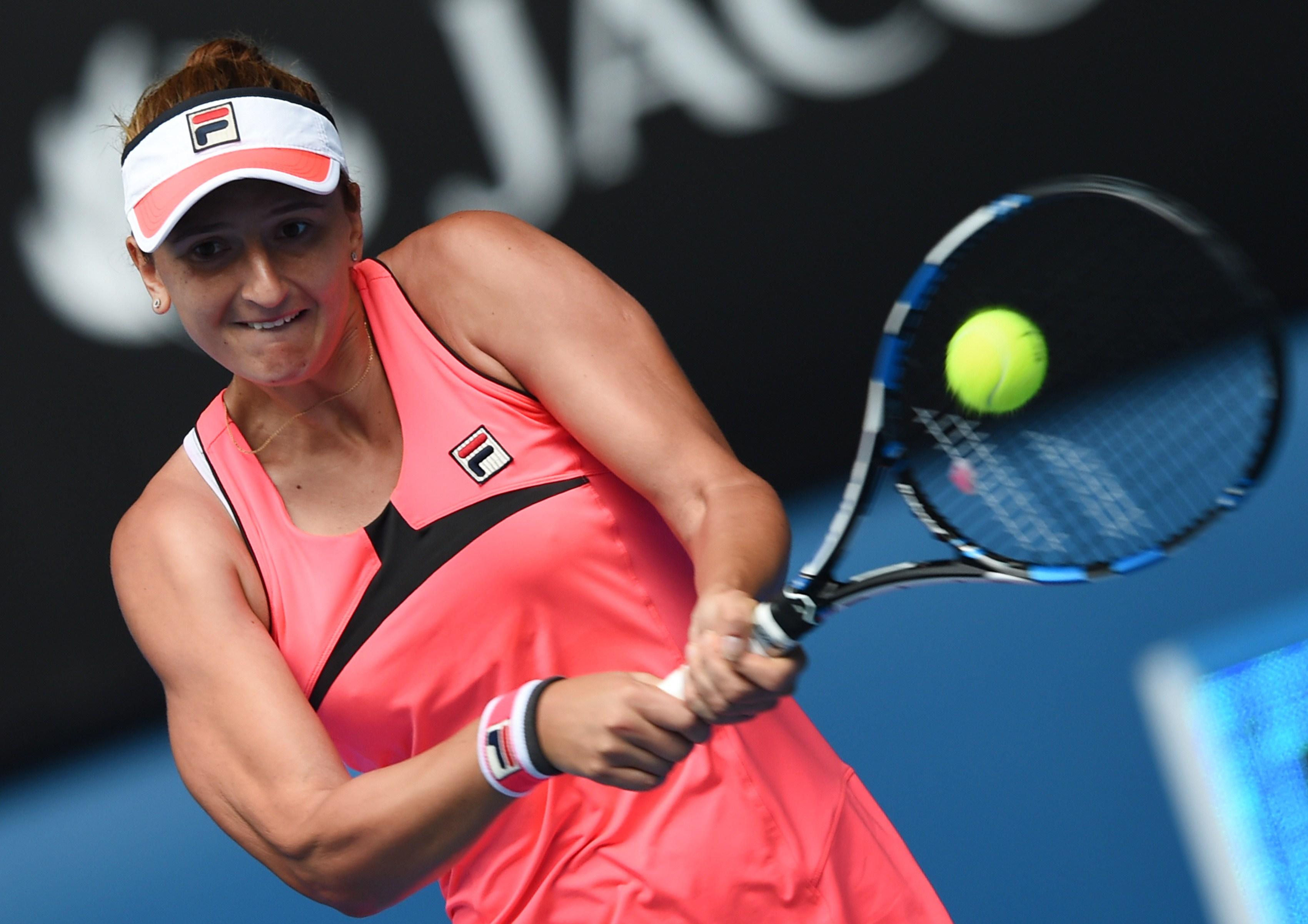 Irina Begu a fost eliminata in optimile Australian Open. Romanca a fost invinsa de Eugenie Bouchard, scor 1-6, 7-5, 2-6