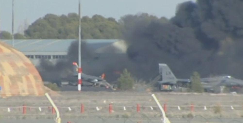 Un avion F-16, apartinand Fortelor Aeriene Elene, s-a prabusit in Spania. Cel putin 10 persoane au murit si 13 au fost ranite