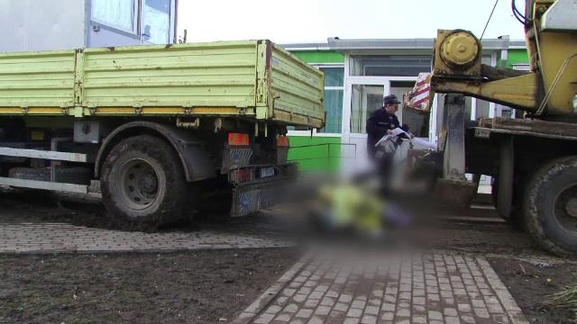 Grav accident de munca, in curtea unui liceu din Botosani. Un barbat de 46 de ani a murit strivit intre doua utilaje