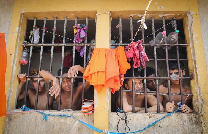 Imagini din cea mai periculoasa inchisoare din Brazilia: Detinuti decapitati, violenta si femei cu copii in celule