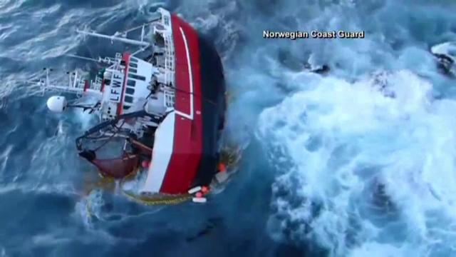 Operatiune de salvare dramatica. 5 pescari, scosi din apele inghetate ale Marii Norvegiene dupa ce vasul lor s-a rasturnat