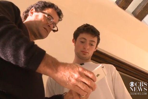 Functia iPhone-ului care i-a adus unui tanar o factura de peste 2.000 de dolari. Cum functioneaza