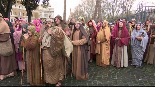 Mii de oameni au participat la parada anuala de la Vatican, in ziua de Boboteaza. Cum s-au deghizat locuitorii