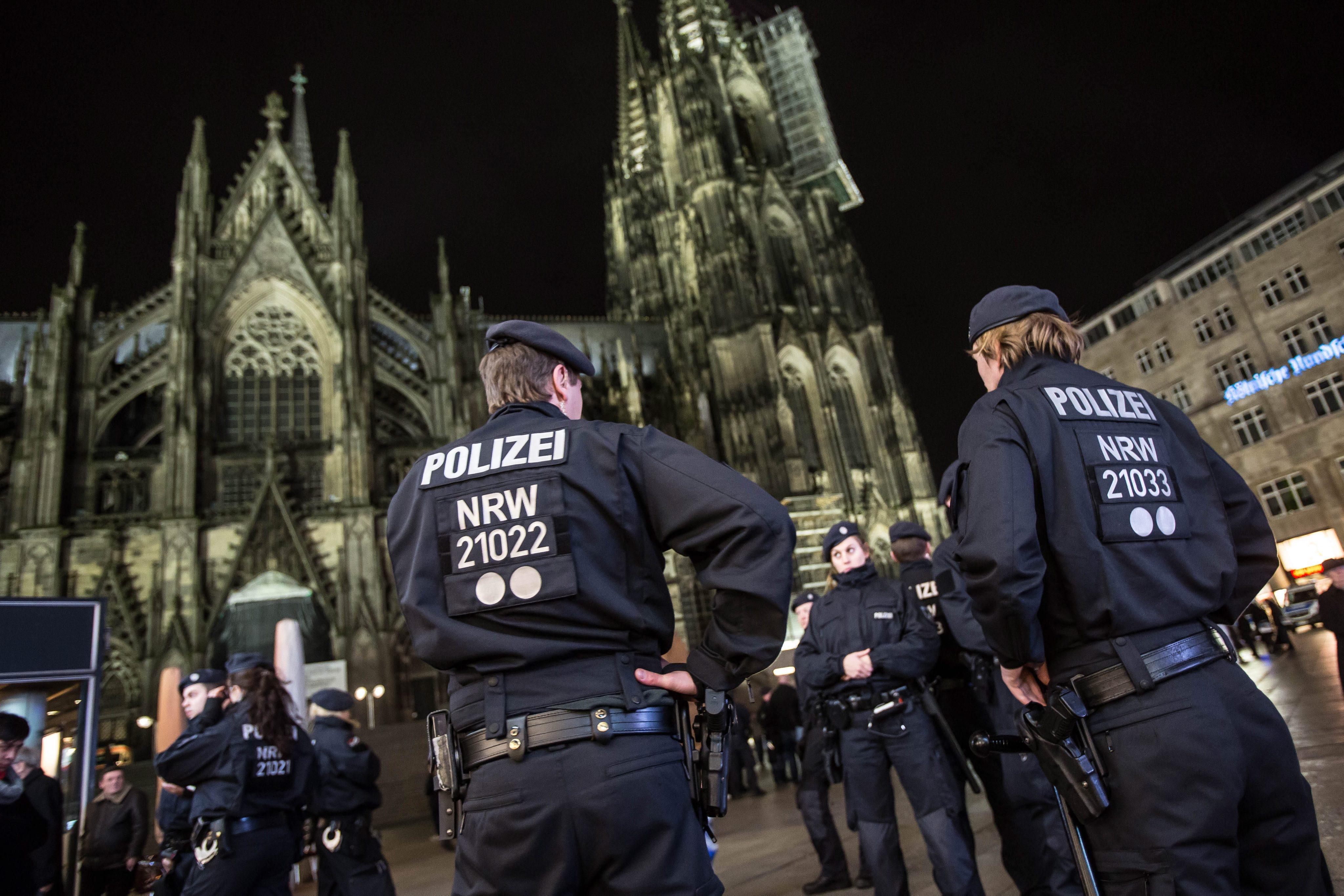 Ministrul de interne german ar fi facut presiuni asupra politiei, dupa incidentele din Koln. Ce nu a vrut sa apara in raport