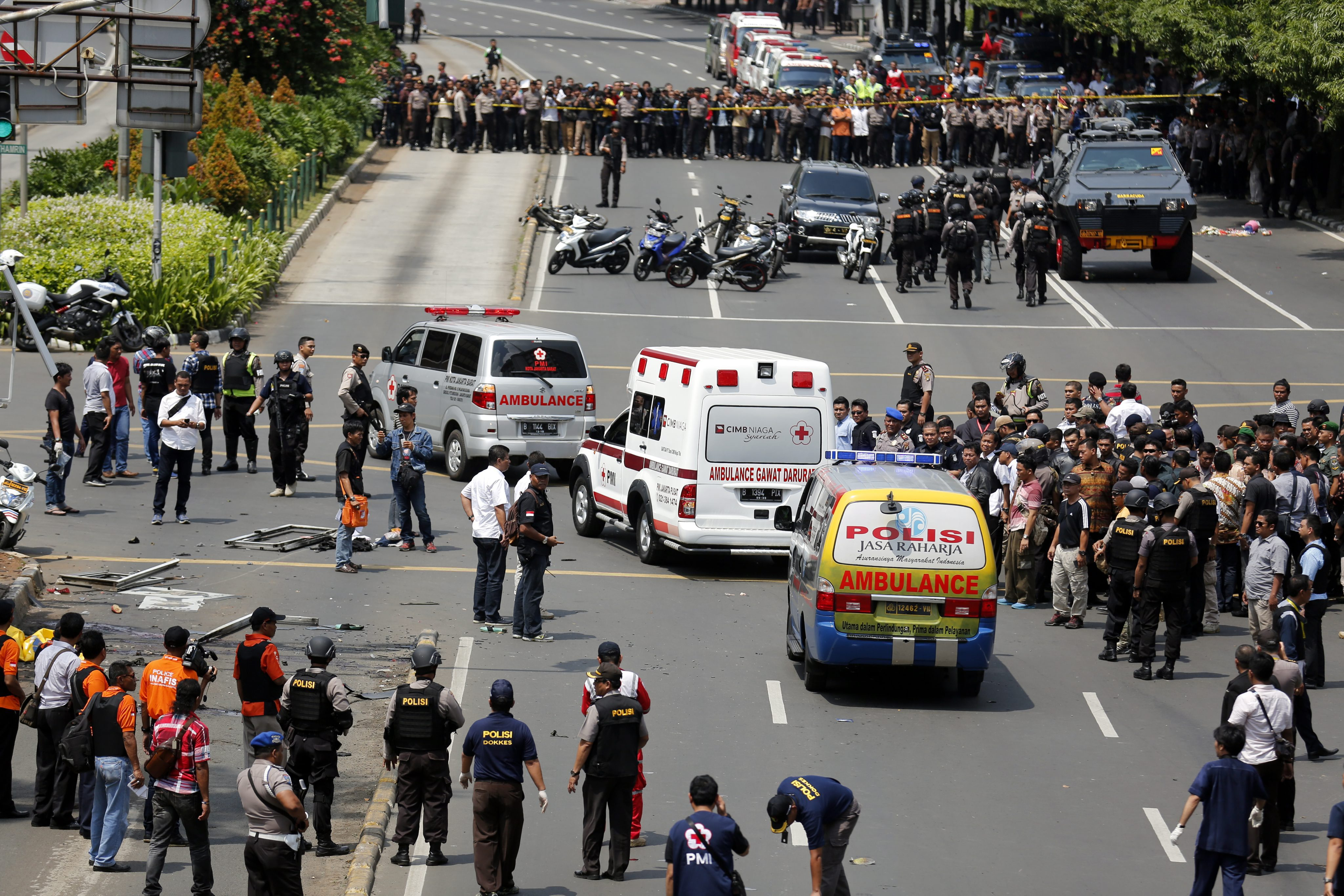 ATENTATE TERORISTE in Indonezia. Atacurile in serie au fost revendicate de ISIS.
