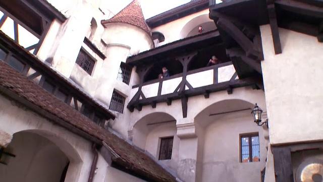 Castelul Bran isi recapata popularitatea printre turistii straini. Ce idee au gasit localnicii pentru a-i face sa revina