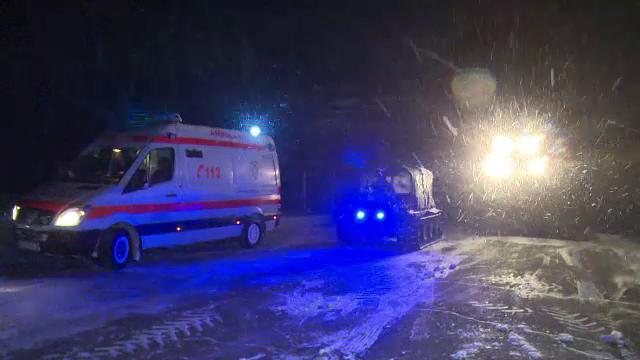 Operatiune dramatica de salvare la Vaslui. Un echipaj a ramas blocat in nameti, elicopterul SMURD nu a putut ateriza