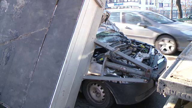 Accident in lant la Timisoara. Ce s-a intamplat dupa ce un sofer de TIR a intrat intr-o auto-utilitara