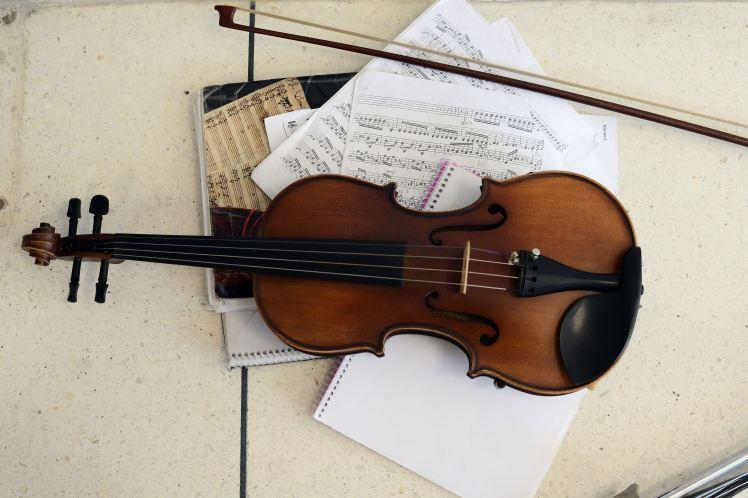 Socul trait de un muzician dupa ce vioara lui a inceput sa cante singura, pe intuneric. Ce a descoperit cand s-a apropiat