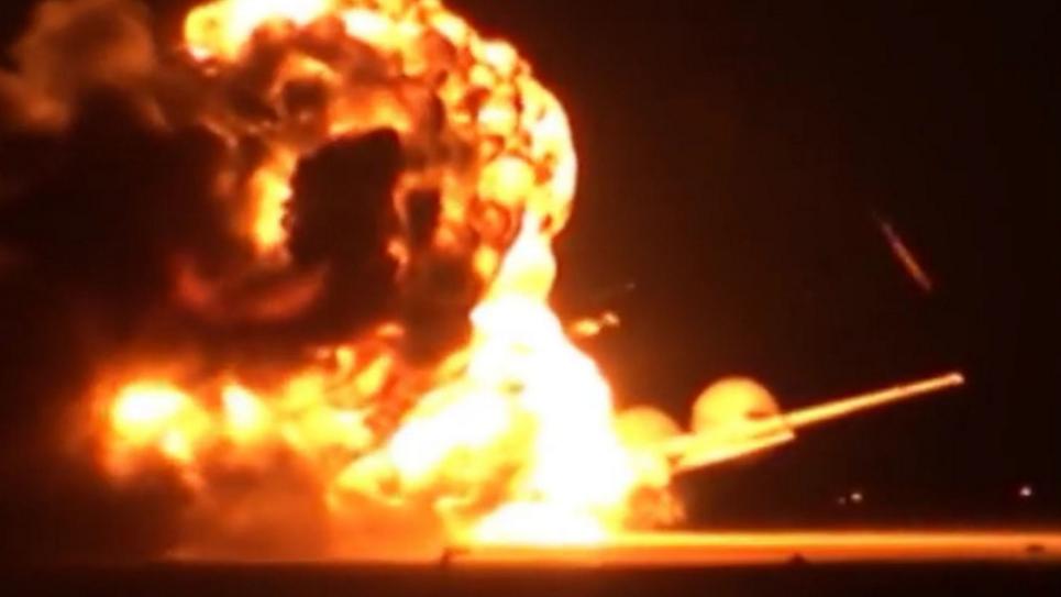 Momentul in care un bombardier rusesc explodeaza inainte sa decoleze. Un martor a surprins flacarile uriase: VIDEO