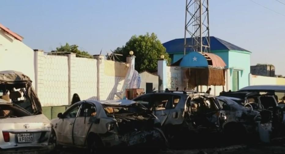 Cel putin 19 morti intr-un atentat sangeros din Somalia. Cine sunt teroristii care au deschis focul intr-un restaurant