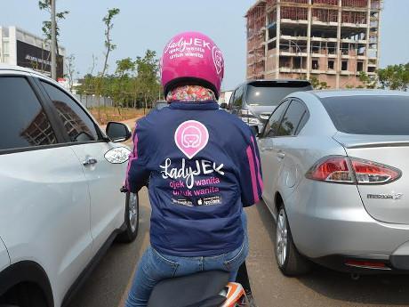 Orasul care a lansat taxiuri doar pentru femei. Ce pateau localnicele in mijloacele de transport in comun