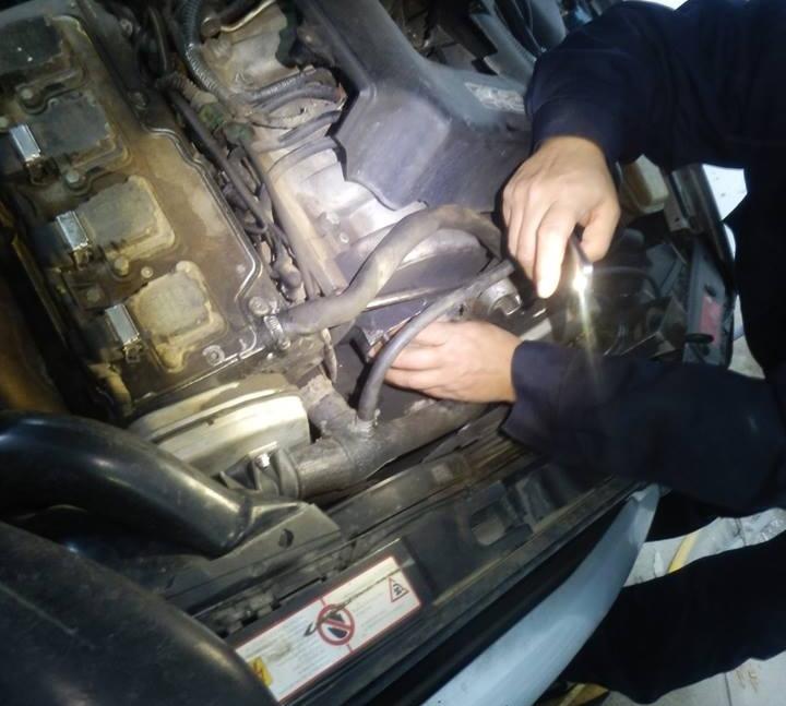Captura importanta la vama. Inspectorii ANAF au descoperit 1.300 de fiole cu testosteron injectabil in motorul unei masini