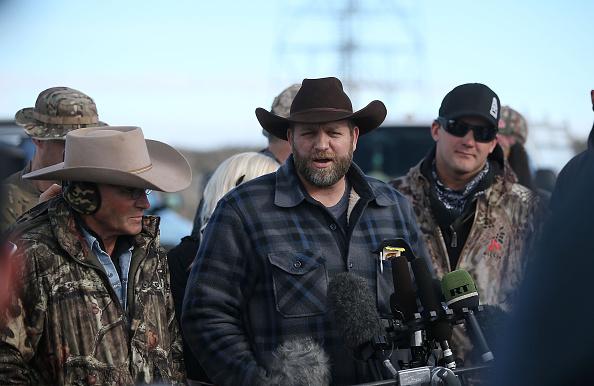 FBI-ul l-a arestat pe liderul militantilor care ocupau ilegal un parc natural din Oregon. Au fost trase focuri de arma