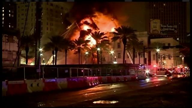 Incendiu violent intr-un bloc de apartamente din New Orleans. Flacarile uriase au cuprins mai multe locuinte