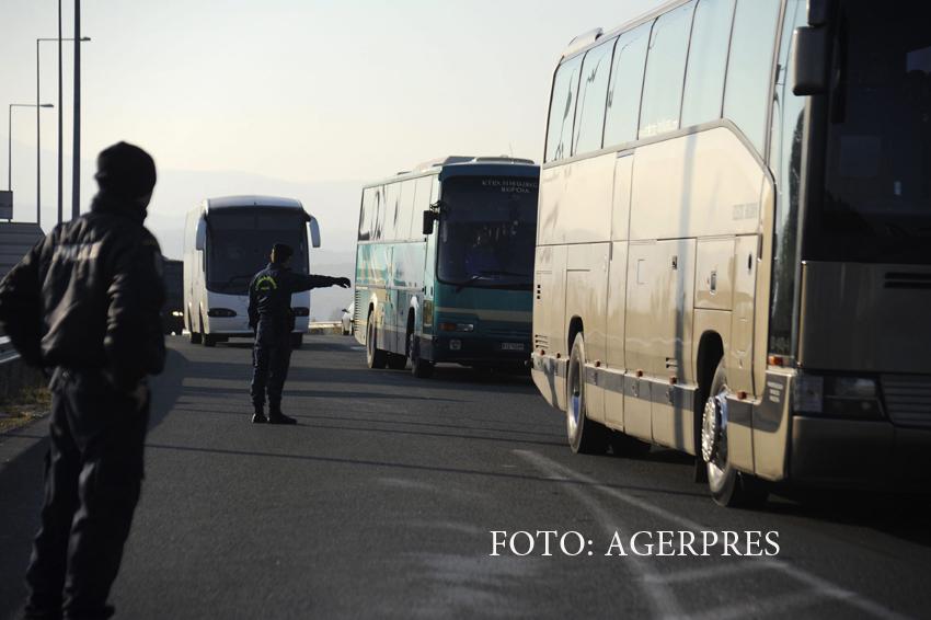 Politia greaca a arestat doi jihadisti care foloseau pasapoarte suedeze. Ce ascundeau in bagaje islamistii