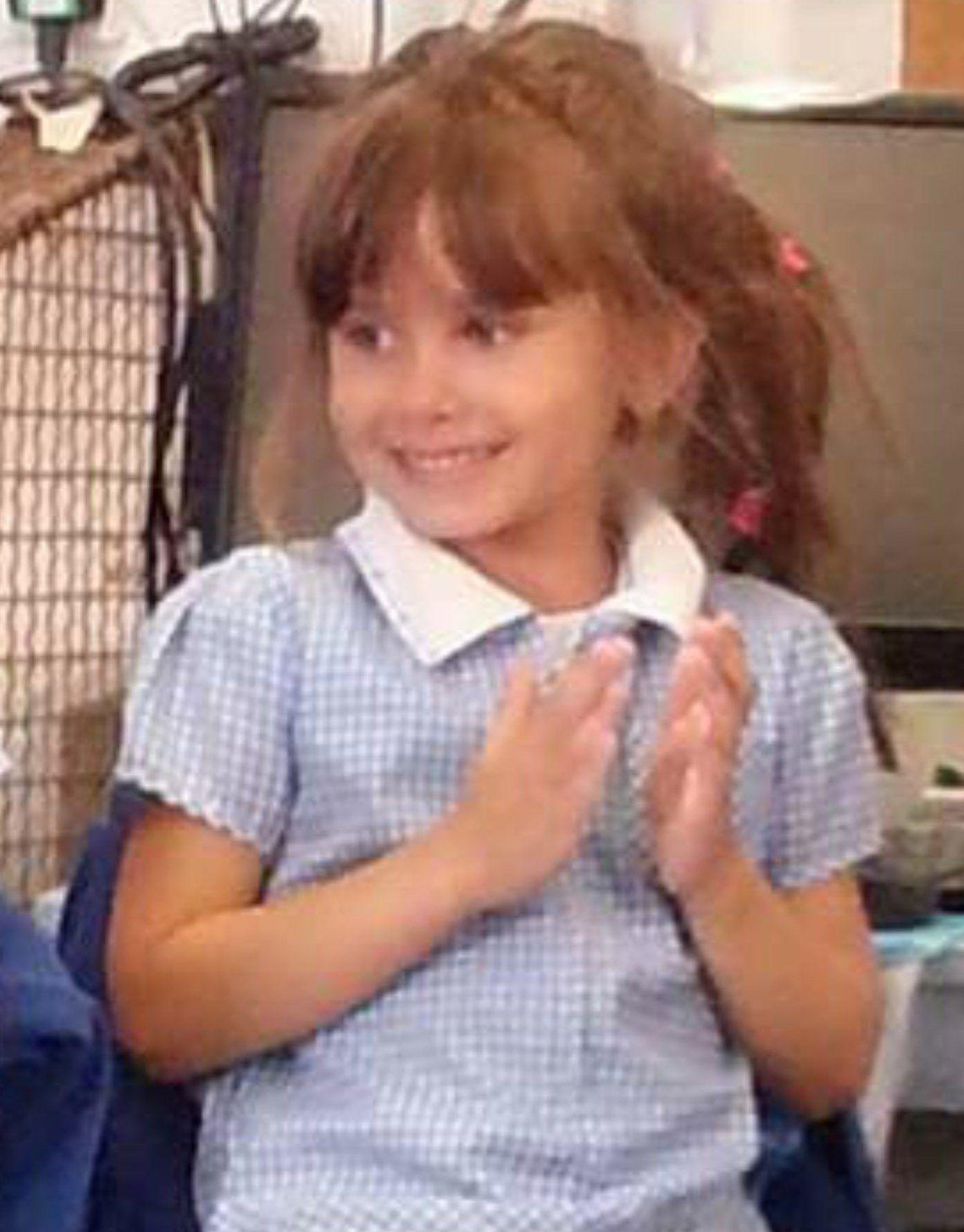 Adolescenta de 15 ani acuzata ca a ucis o fetita de 7 ani, pe un teren de joaca. Acum 2 saptamani si-a condus mama la altar