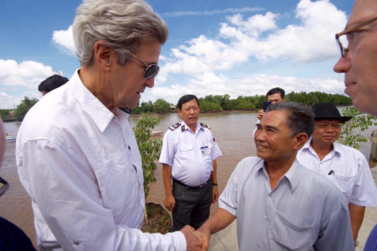 John Kerry a vizitat locul din Vietnam unde a ucis un om in timpul razboiului. Revenirea,