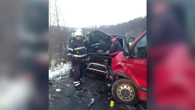 Accident cu un mort si 6 raniti, pe un drum national din Neamt. Codul rosu de interventie a fost activat