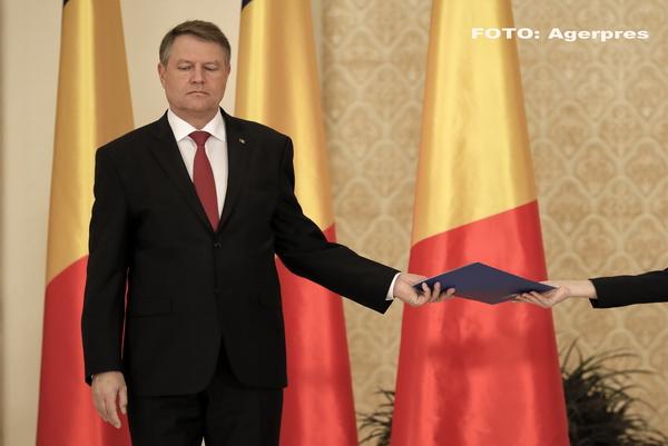 Ce cadouri a primit presedintele Klaus Iohannis in 2016: o icoana impodobita cu cristale Swarovski si un pumnal musulman