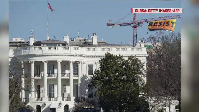 Protestele anti-Trump continua in SUA. Activistii pentru mediu s-au urcat pe o macara inalta de 80 m, langa Casa Alba