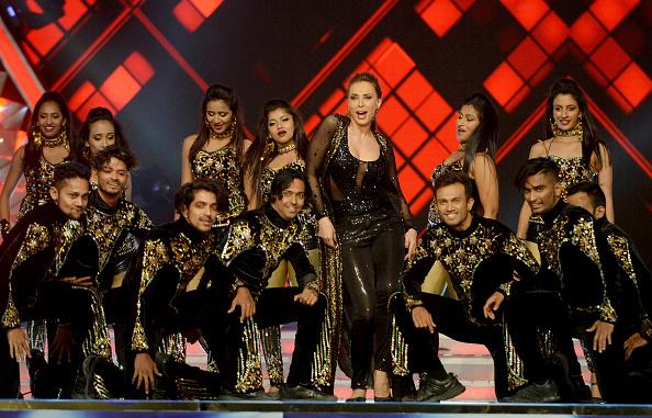 Iulia Vantur, noua aparitie de senzatie in showbiz-ul indian. Romanca a cantat si dansat alaturi de un artist celebru