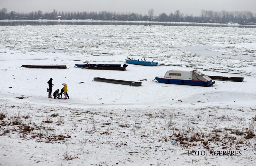 Dunarea a devenit un urias patinoar din cauza gerului polar. Ungaria a trimis un spargator de gheata la vecini