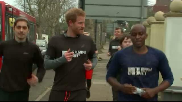 Printul Harry a facut jogging alaturi de un grup de tineri fara adapost