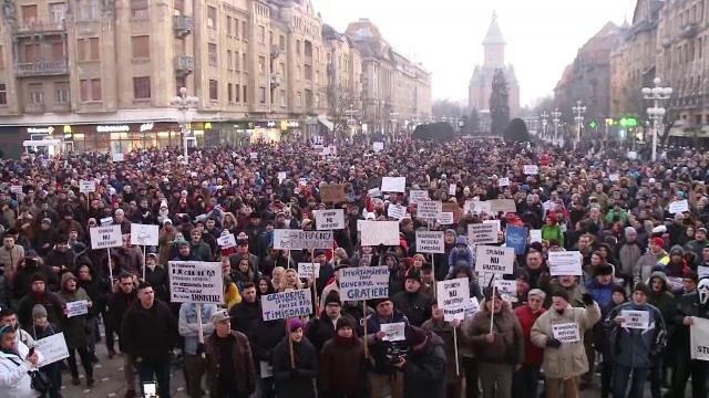 Imagini de la protestele din tara: 8.000 de oameni, in Piata Unirii din Cluj.