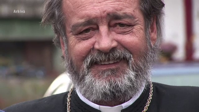 Parintele Mihai Negrea, care a fost mama si tata pentru 100 de copii, inmormantat.