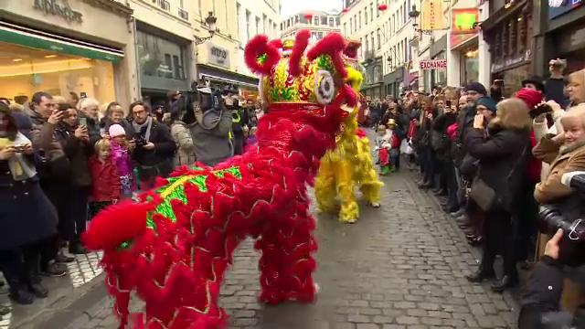Petrecerile de Anul Nou Chinezesc continua in marile capitale ale Europei. Cum s-au distrat oamenii la Madrid sau Londra
