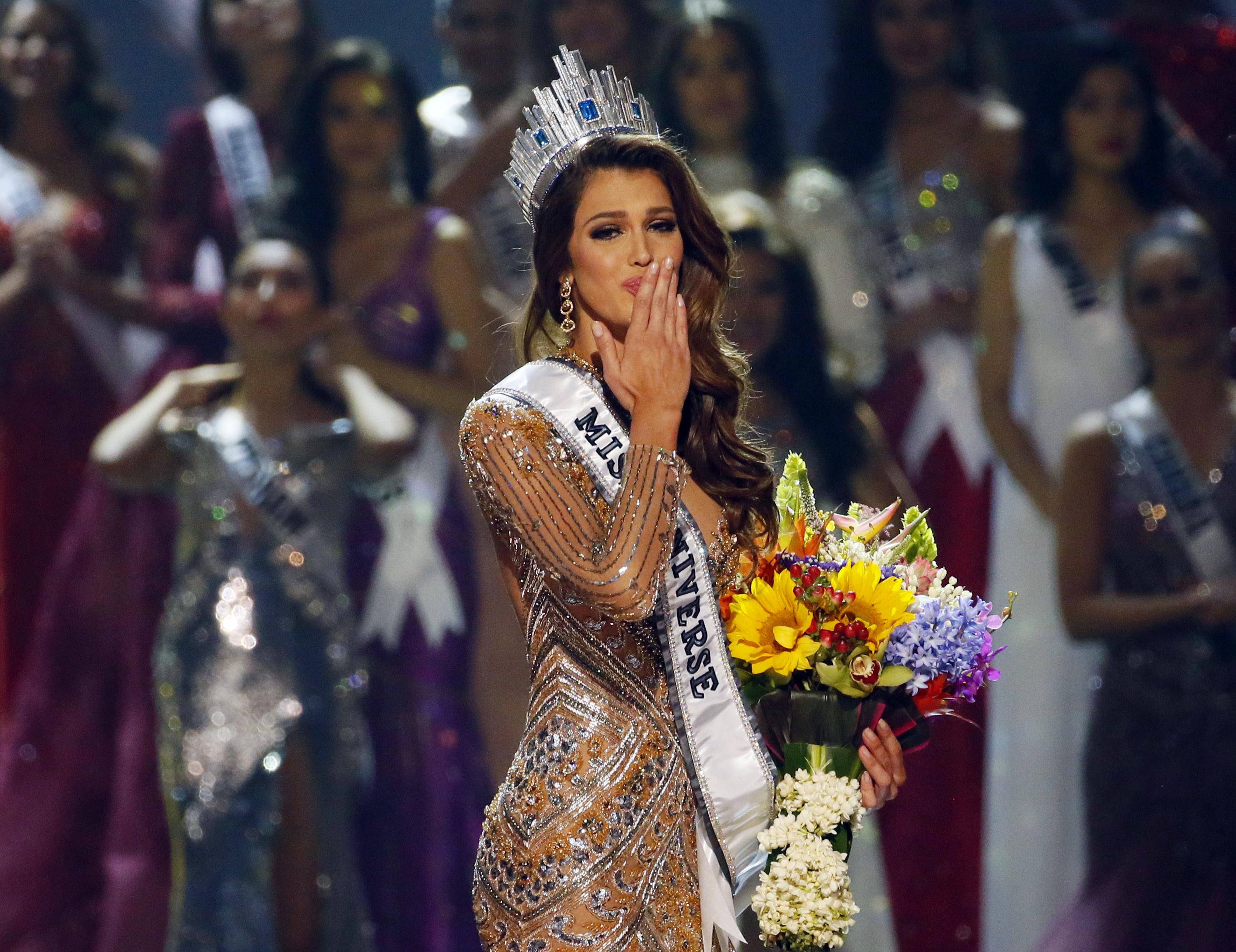 Frantuzoaica Iris Mittenaere a fost aleasa Miss Univers. Cum arata cea mai frumoasa femeie din lume. GALERIE FOTO