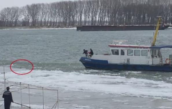 Interventie pe Dunare, la Galati, pentru salvarea unei femei care a cazut in apa inghetata. Trecatorii au auzit tipete